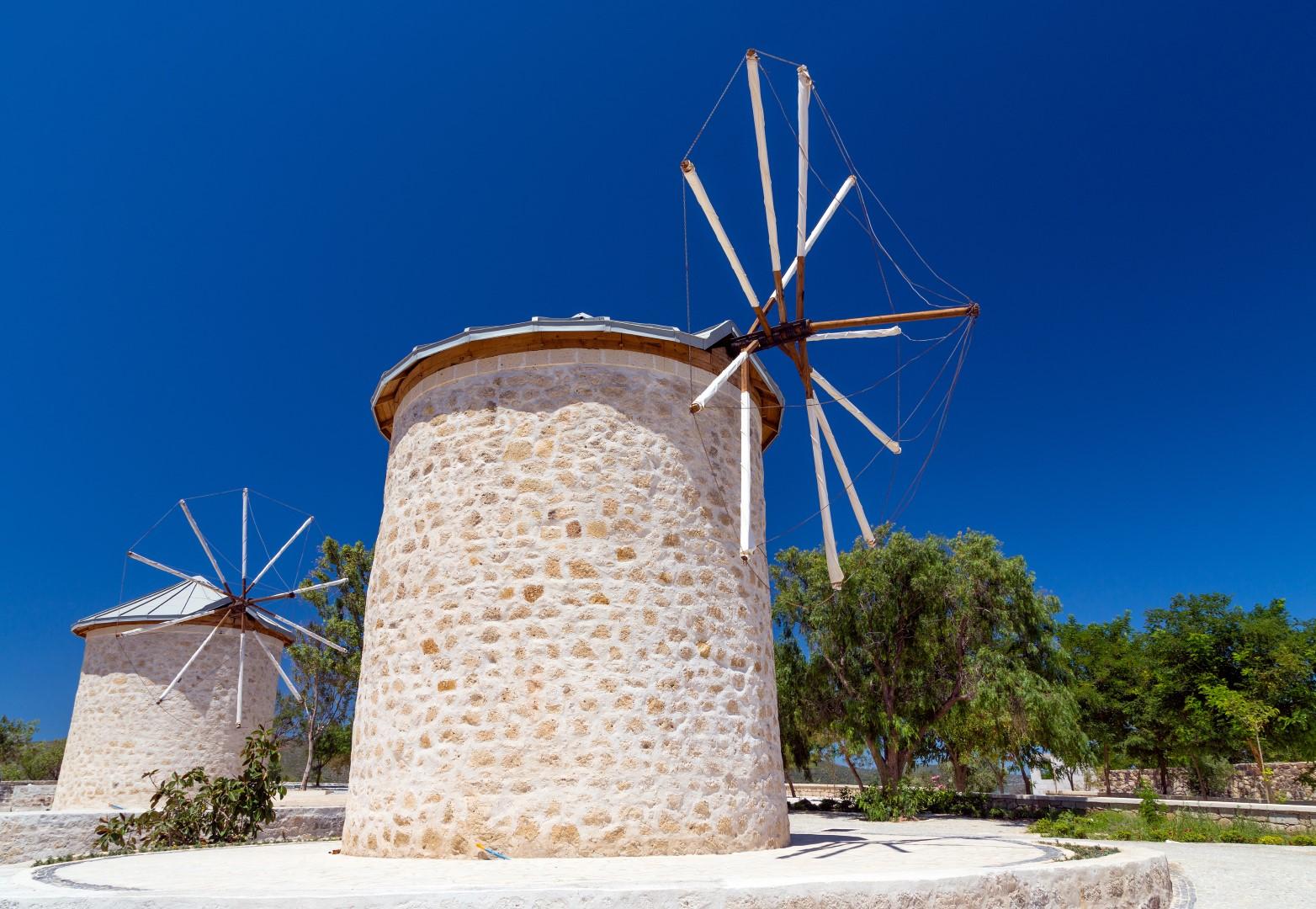 Turkey_Izmir_Alacati_windmills