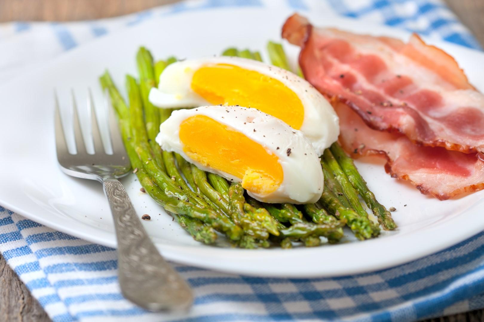 Asparagus_baked_boiled_egg