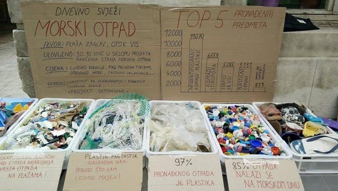 Exhibited plastic seafood