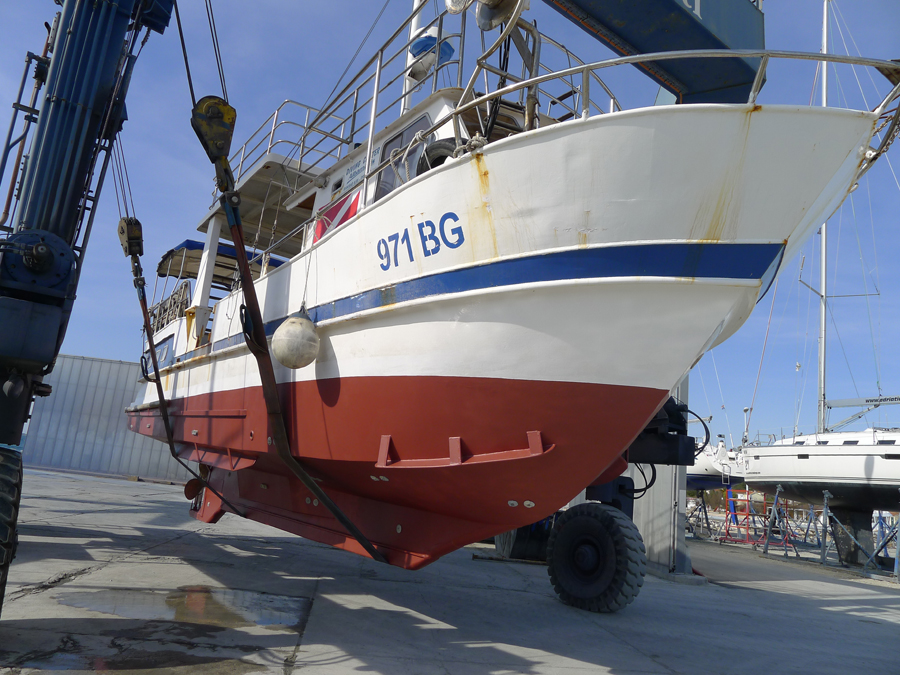 The boat after removing the old paint