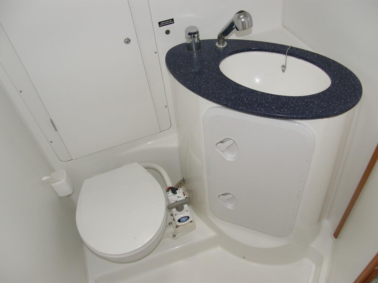Cyclades 50.5 Interior Toilet