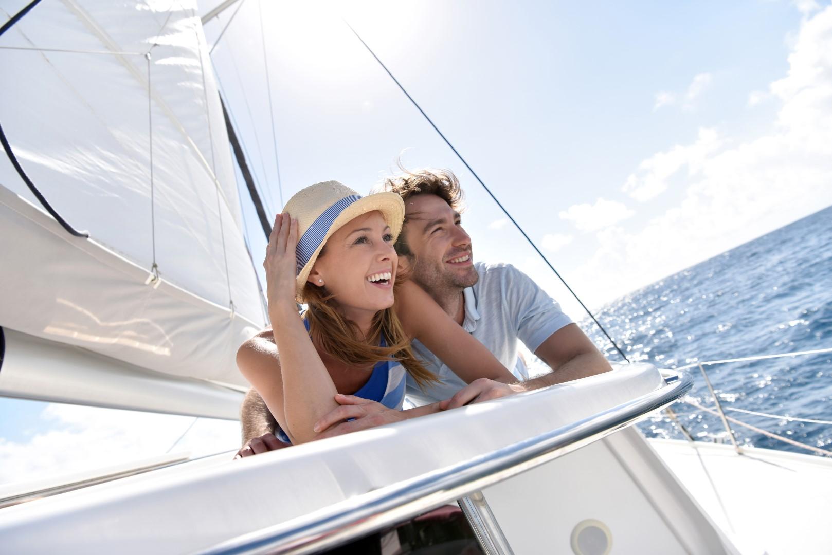 Couple_Sailing