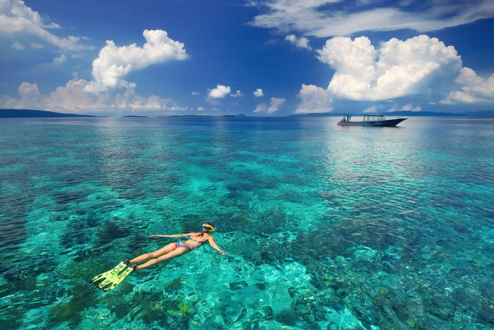 Girl_snorkeling