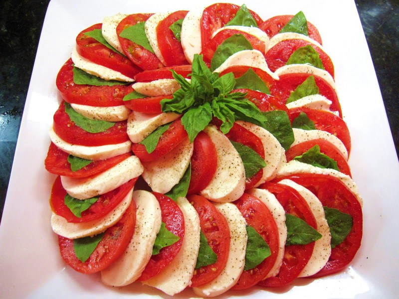 Simple Meals - Mozzarella and tomatoes salad