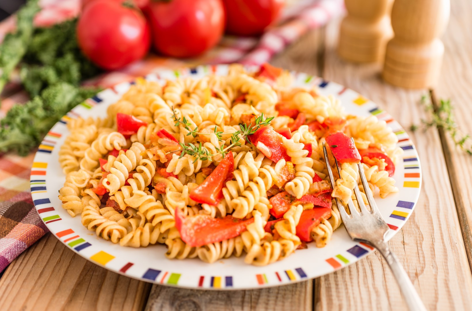 Simple meals - Fusilli with tomatoes and peppers