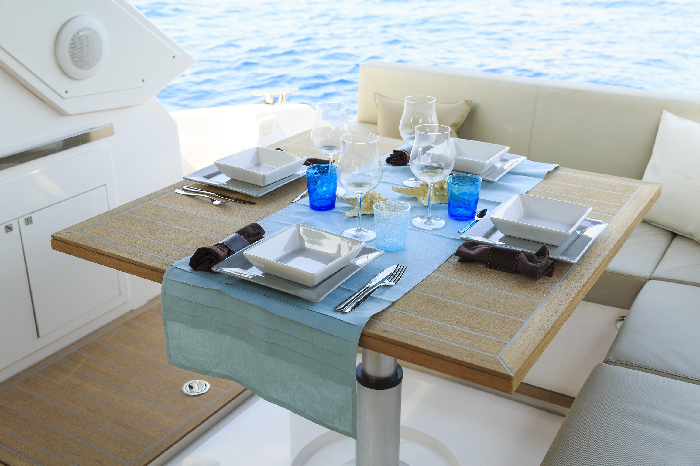 dishes-yacht-boat-sailing