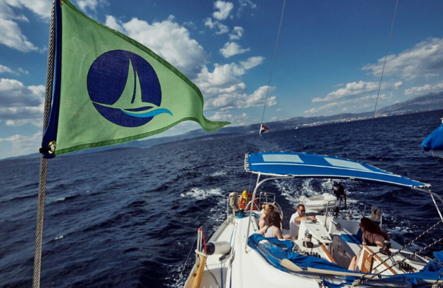 green-sail-yacht-eco-electric-boat