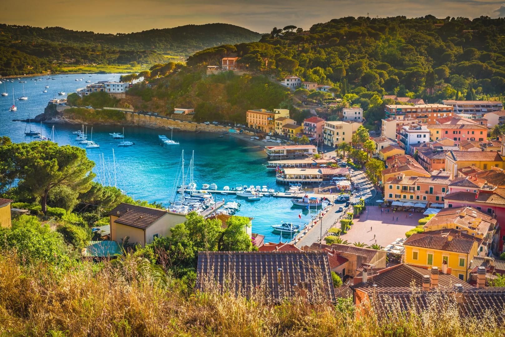 italy-tuscany-elba-porto-azzuro-sailing-charter-yacht-boat-skipper-license