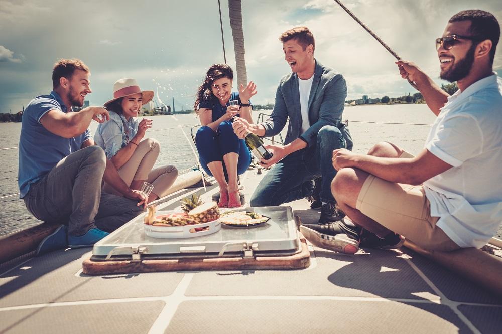 Friends_Sailing