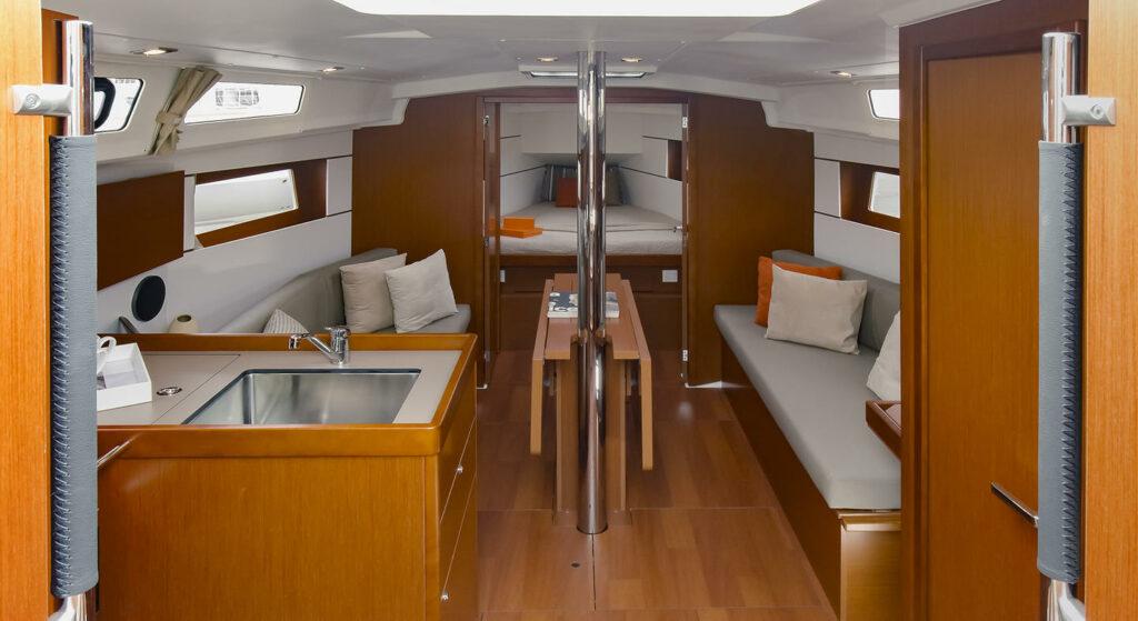 Classic mahogany look of Oceanis 35.1